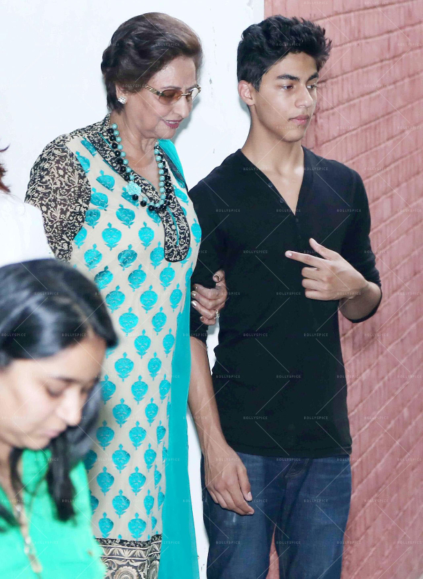 183579 In Picures: Gauri along with Suhana and Aryan Khan launch The Brown Box Bakery