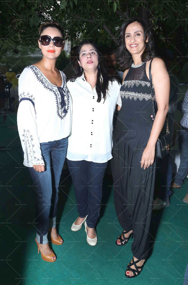 183582 In Picures: Gauri along with Suhana and Aryan Khan launch The Brown Box Bakery