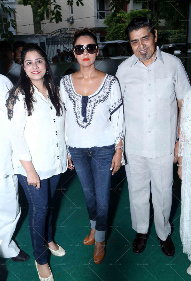 183596 In Picures: Gauri along with Suhana and Aryan Khan launch The Brown Box Bakery