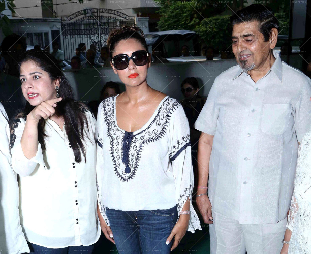 183600 In Picures: Gauri along with Suhana and Aryan Khan launch The Brown Box Bakery