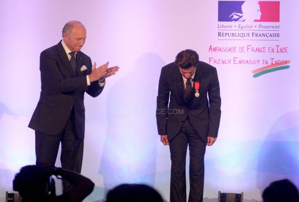 srkfranceaward3 612x414 Pictures! Shah Rukh Khan Honored with French Knight of the Legion of Honour