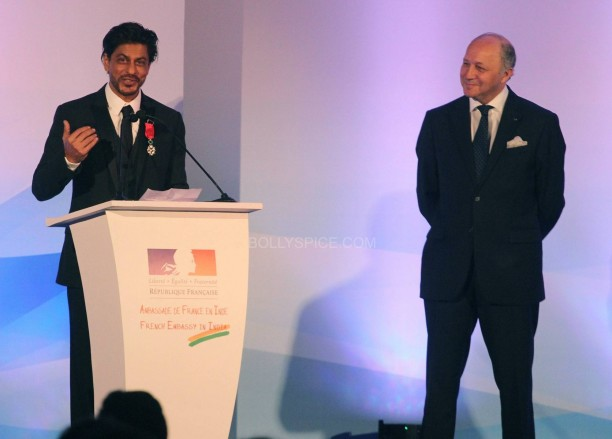 srkfranceaward5 612x439 Pictures! Shah Rukh Khan Honored with French Knight of the Legion of Honour