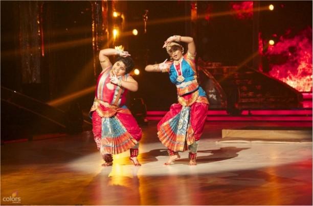14aug JDJ7 Gurushetra13 612x404 Jhalak Dikhhla Jaa 7: Akshay Kumar, Kareena Kapoor & Gurukshetra!