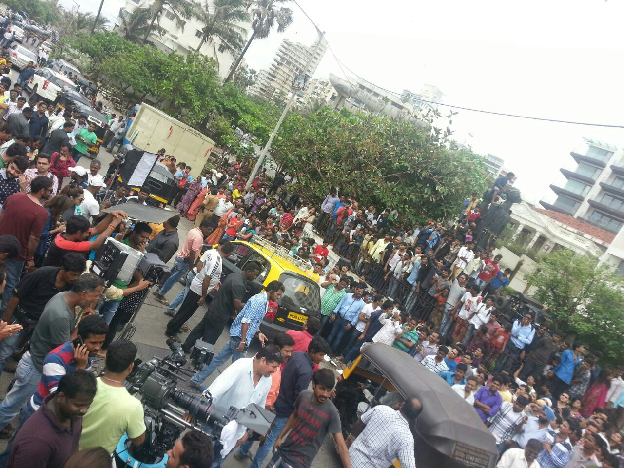 Crowd on the sets of Action Jackson