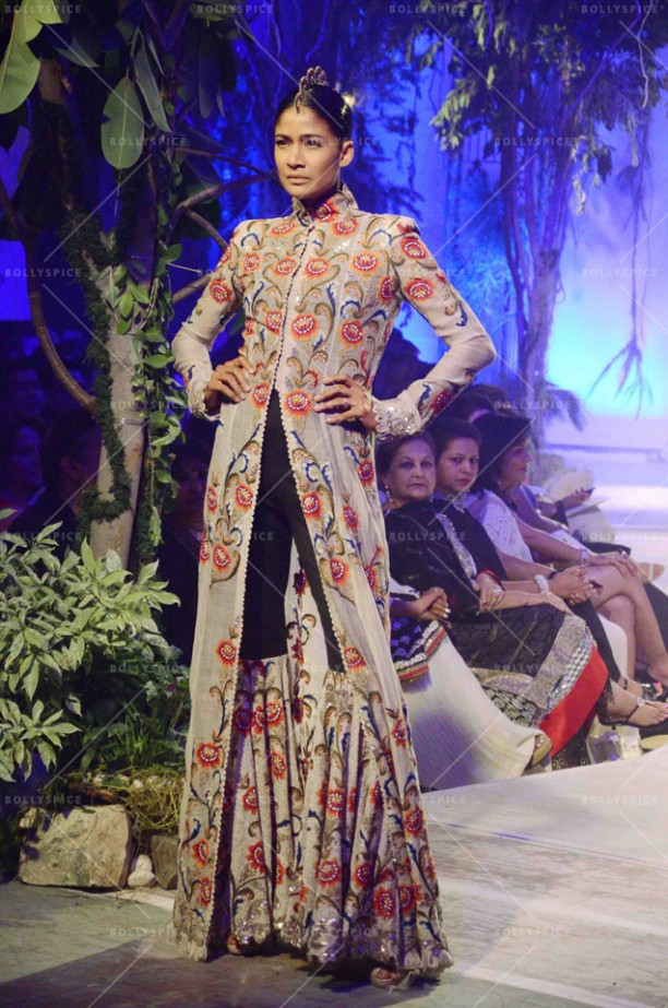 14sep_STYLEFILE-Anamika Khanna03