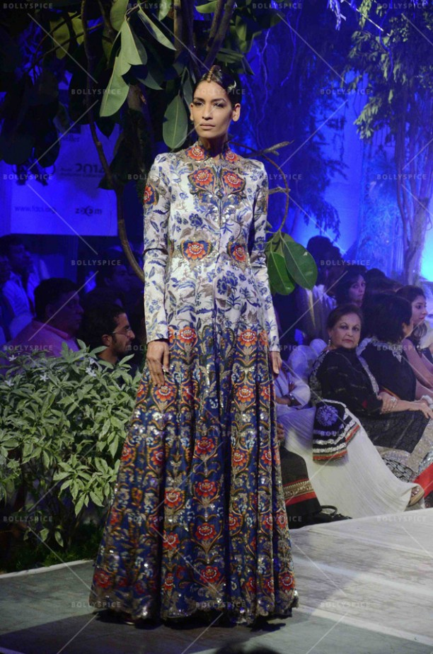 14sep_STYLEFILE-Anamika Khanna04