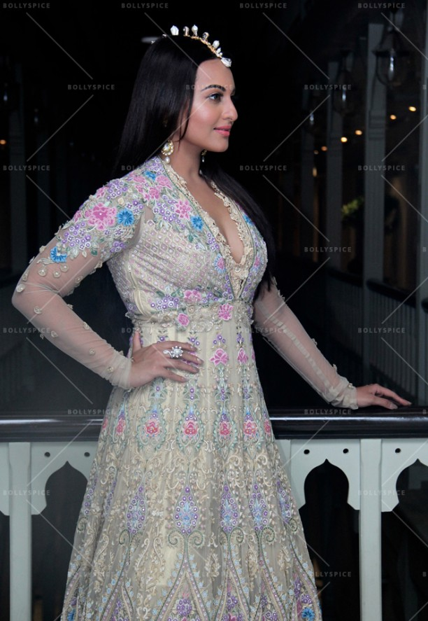 14sep_Sonakshi-TarunTahiliani02