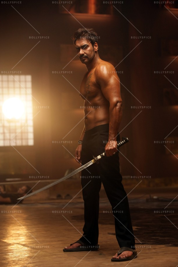 14dec_AjayDevgn-MartialArts01