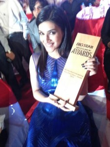 14dec_Kriti Sanon Big Star Entertainment Awards