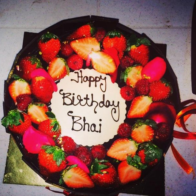Birthday Cake Pic With Name Huma : Happy Birthday Salman Khan! BollySpice.com   The latest ...