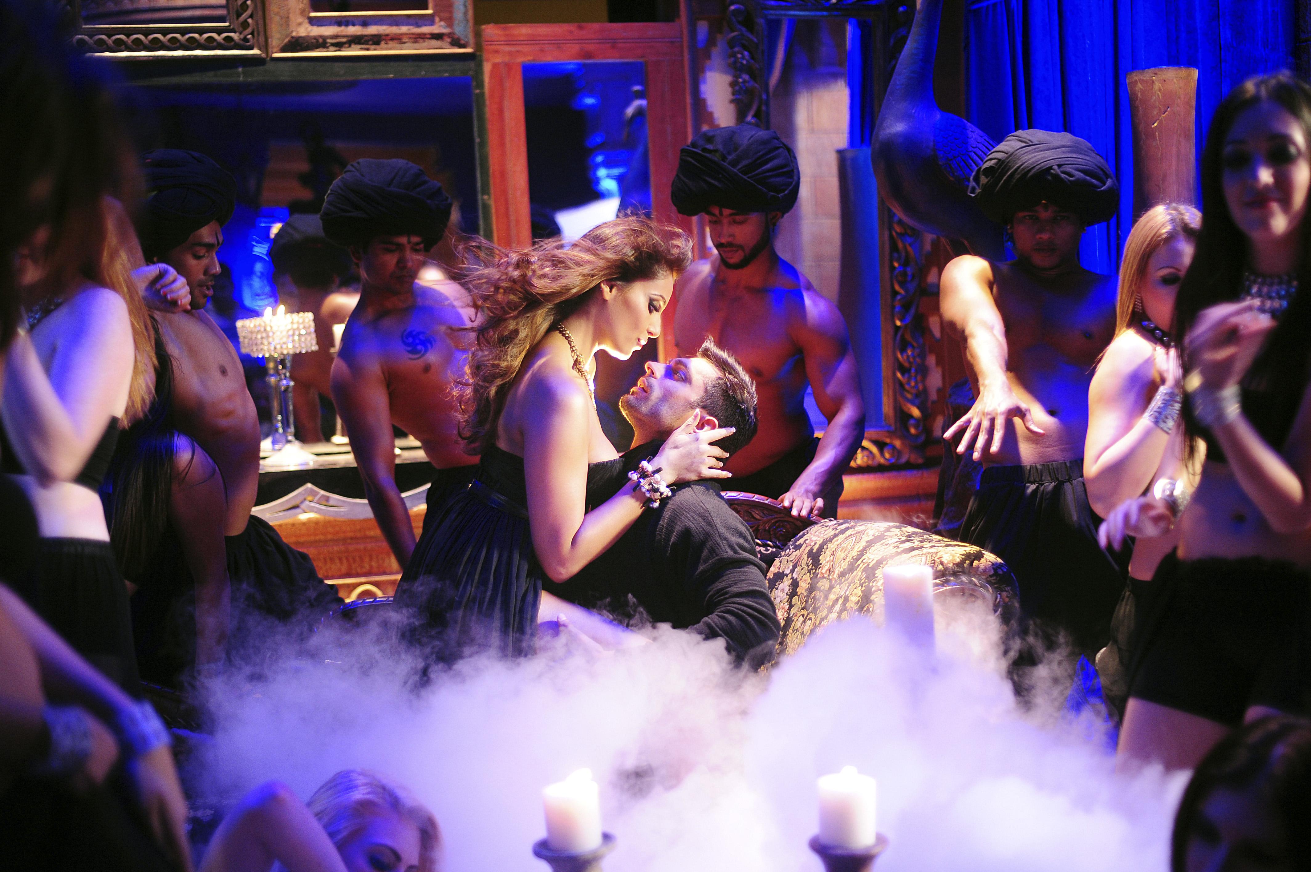 Bipasha Hot Video bipasha basu and karan singh grover sizzle in touch my body