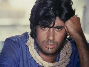 15jan_Amitabh Bachchan Deewar still