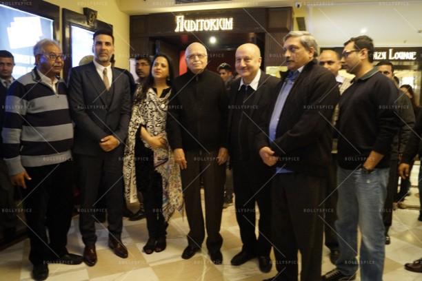 (L to R) Akshay Kumar,  Pratibha Advani, Shri LK Advani, Anupam Kher, Manohar Parirkar & Neeraj Pandey