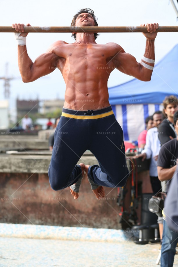 15feb_Hrithik-DefeatMantraHRX01