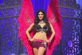 15feb_Sunny Leone Victoria Secret 1