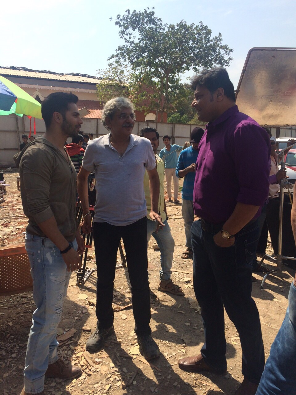 Varun Dhawan and Sriram Raghavan on the sets of CID (1)