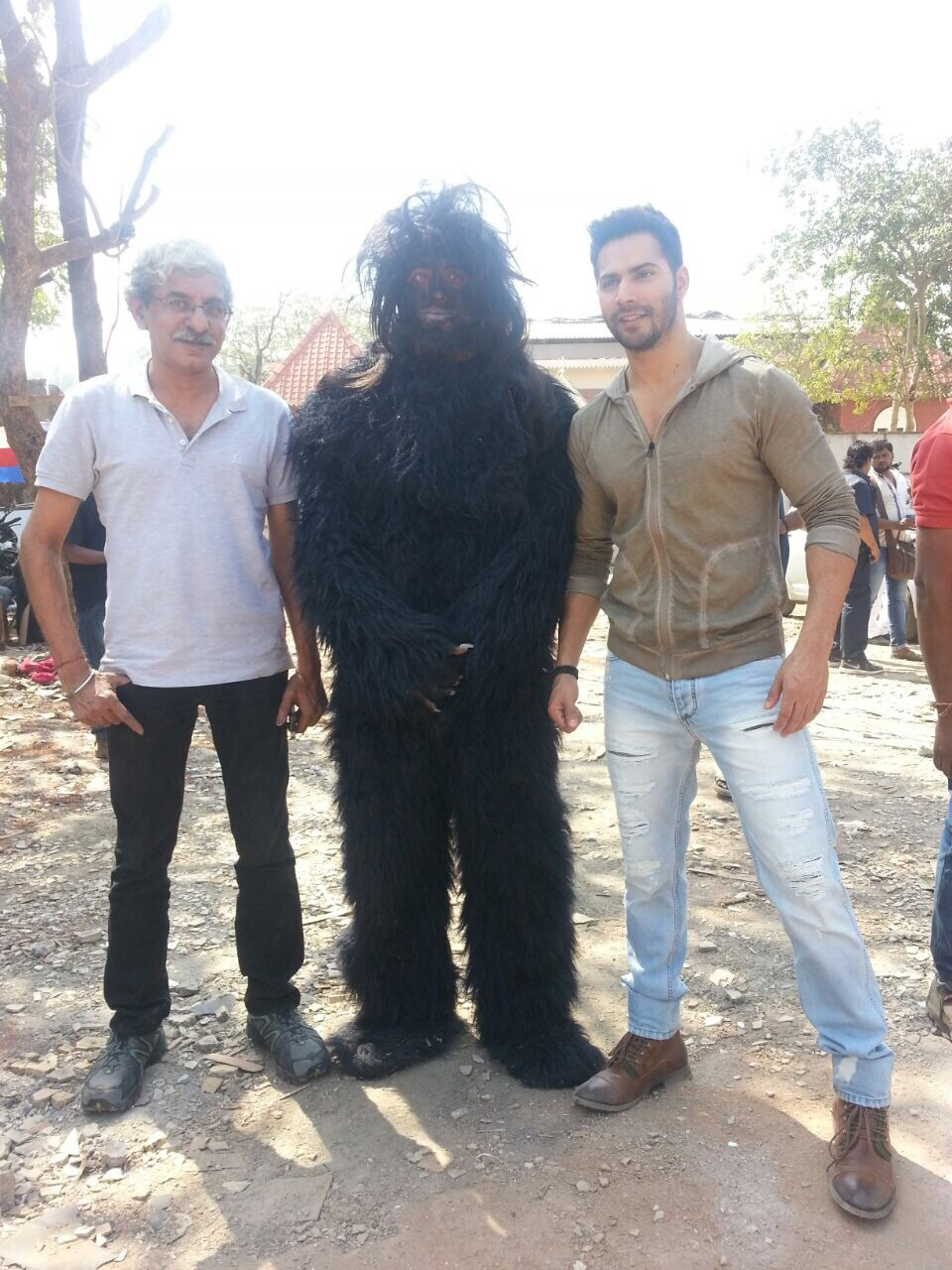 Varun Dhawan and Sriram Raghavan on the sets of CID