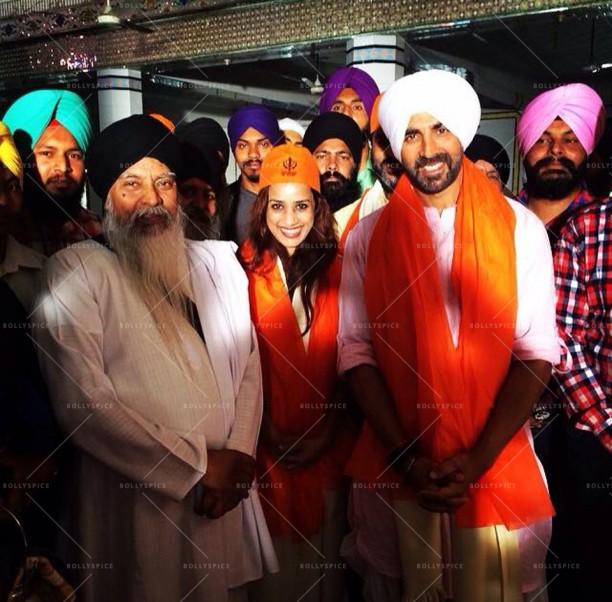 Akshay Kumar with Producer Ashvini Yardi at the Gurudwara before starting the shoot of #SinghIsBliing