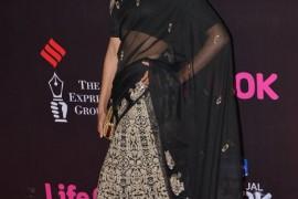 Deepika Padukone dedicates her award to Kangana Ranaut!