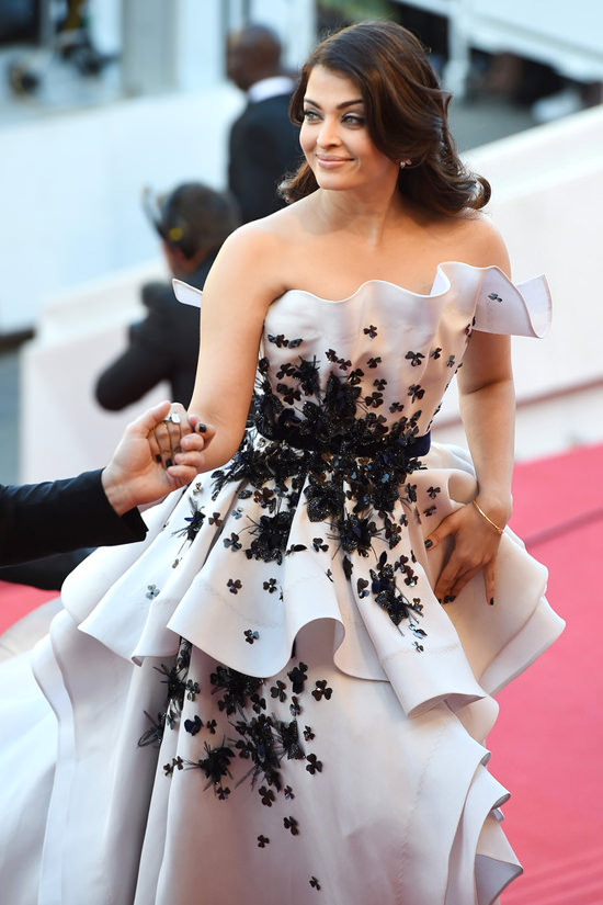 15may_Aishwarya-Cannes12