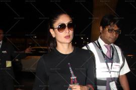 kareena kapoor spotted at intl airport (7)