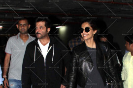 sonam kapoor and anil kapoor snapped at airport (14)