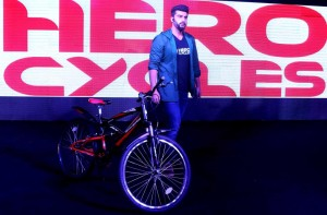 15jul_ArjunKapoor-HeroCycles