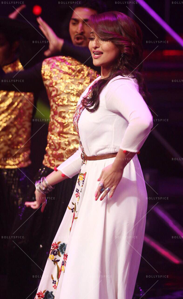 15jul_Sonakshi-NachanFarrate-IndianIdol04