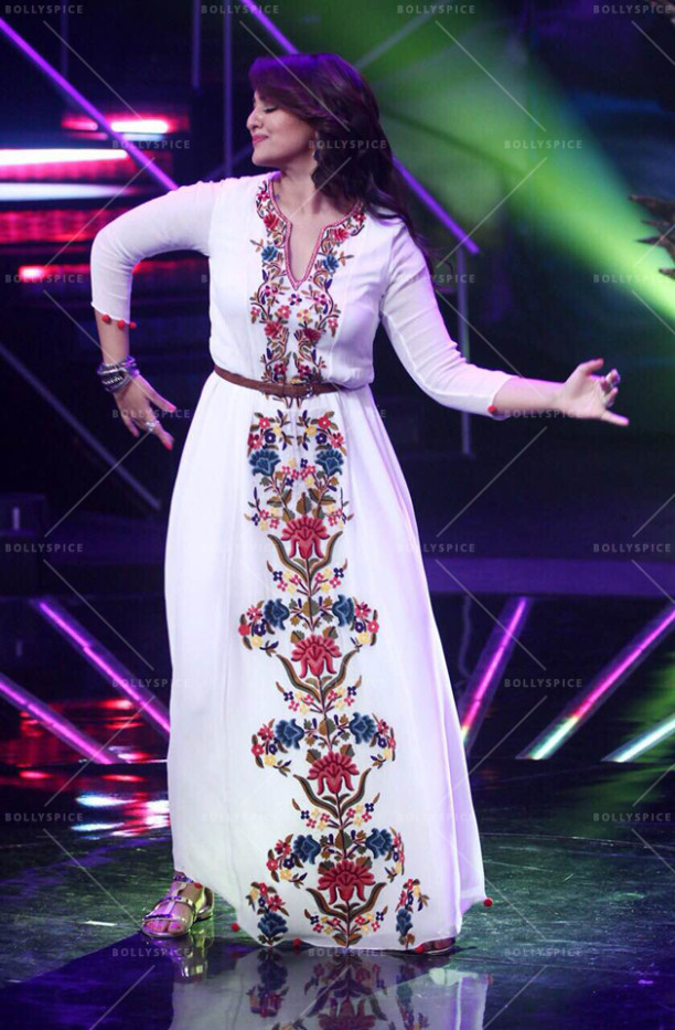 15jul_Sonakshi-NachanFarrate-IndianIdol05