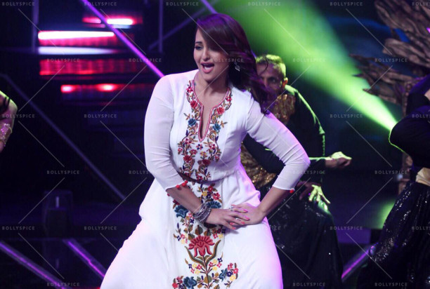 15jul_Sonakshi-NachanFarrate-IndianIdol06