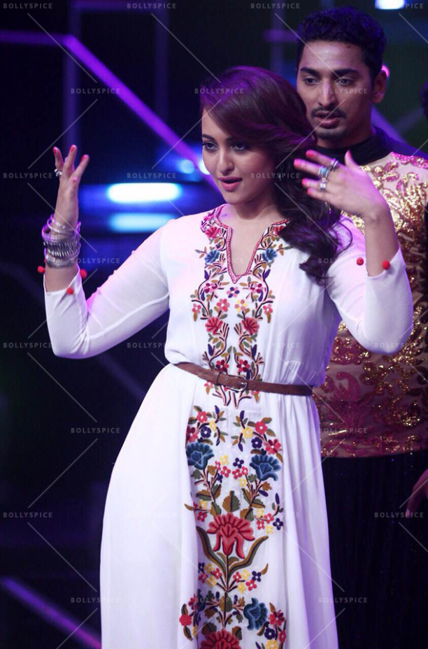15jul_Sonakshi-NachanFarrate-IndianIdol07
