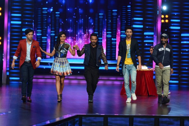 Catch Dance + from 26th July at 8 pm only on STAR Plus  (1)
