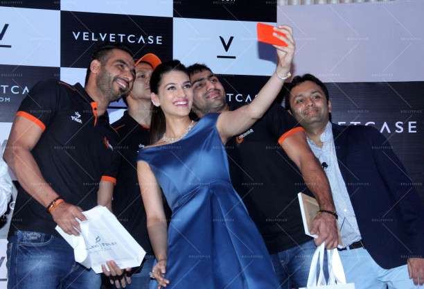 Kriti Sanon launches velvet case (26)