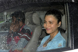 kangna ranaut, shruti hasan and rhea kapoor snapped at domestic airport (14)