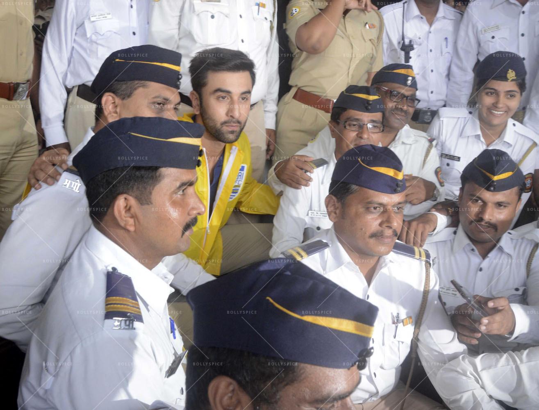mumbai traffic police Complaint on non transfer of ownership of sold/ bought vehicle can register here విక్రయించబడిన / కొనుగోలు చేసిన యాజమాన్యాన్ని బదిలీ చేయని ఫిర్యాదు ఇక్కడ నమోదు చేసుకొవచ్చు.