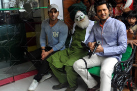 riteish,-pulkit-launch-bangistan's-food-joint-fc-donalds-(14)