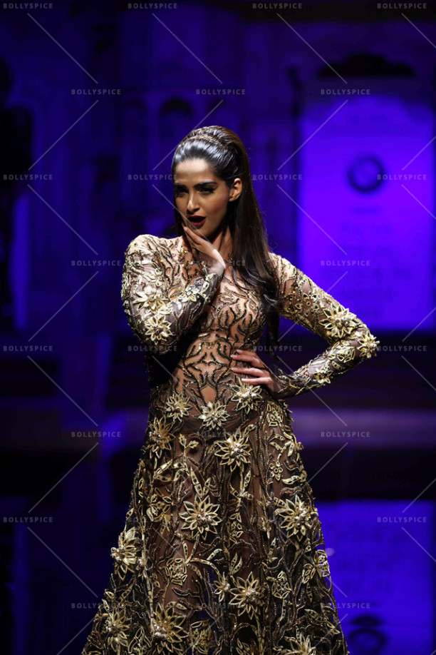15aug_Sonam-AbuSandeep-Showstopper01