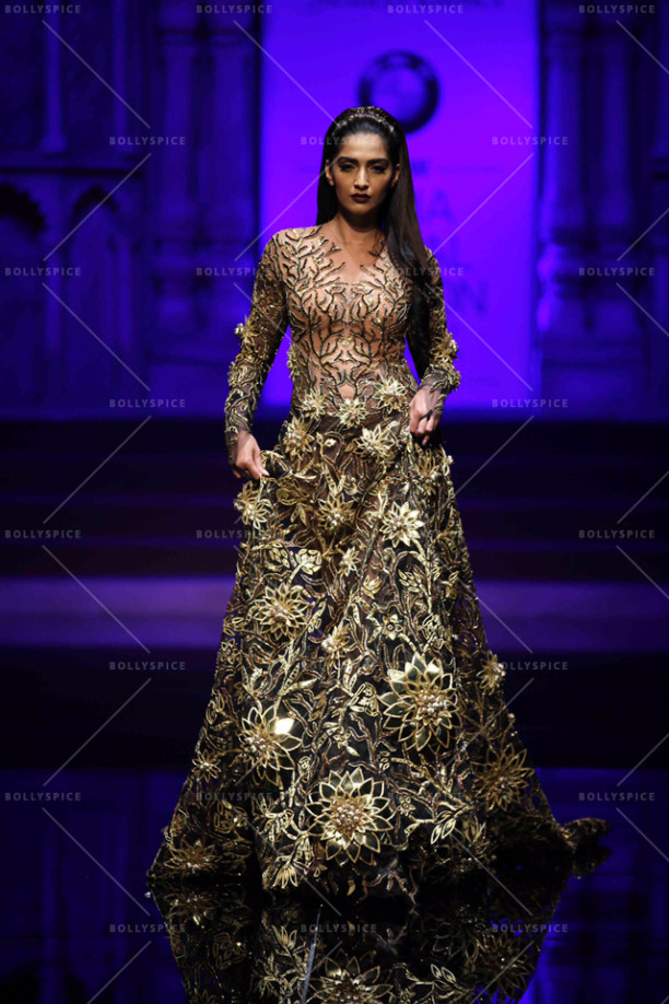 15aug_Sonam-AbuSandeep-Showstopper05