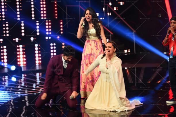 Sonakshi Sinha dancing on Chhaiya Chhaiya (2)