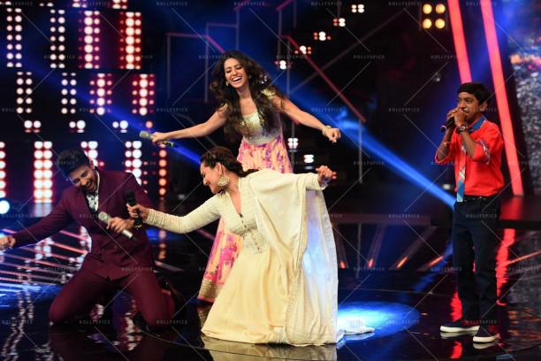 Sonakshi sinha dancing on Chhaiya Chhaiya (4)