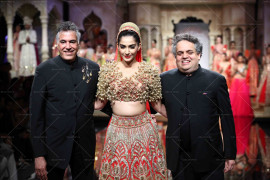 Sonam Kapoor in Abu Jani Sandeep Khosla at the opening of BMW IBFW (1)