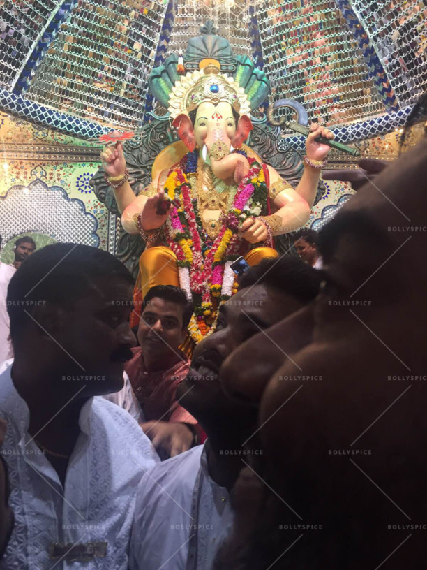 15jun_AjayDevgn-LalbaugBappa04
