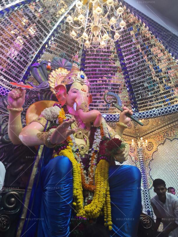 15sep_LalBaghChaRaja-Ganesh-Parineeti01