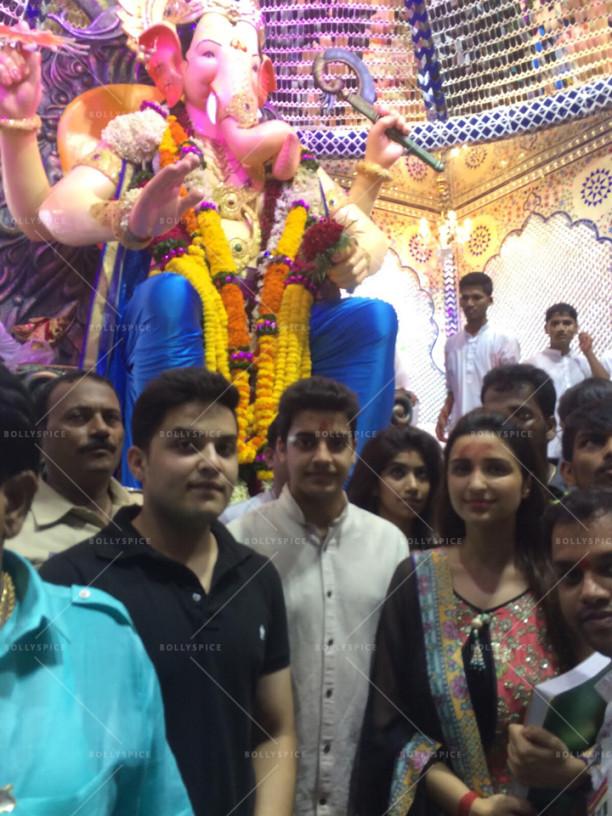 15sep_LalBaghChaRaja-Ganesh-Parineeti03