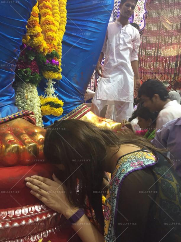 15sep_LalBaghChaRaja-Ganesh-Parineeti04