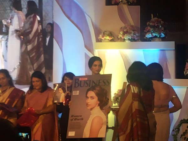 15oct_Deepika-OutlookAward04