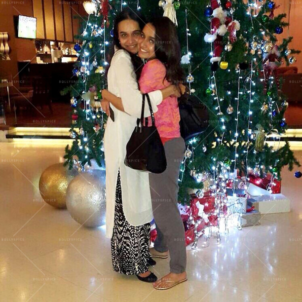 15dec_ShraddhaKapoor-Christmas2014