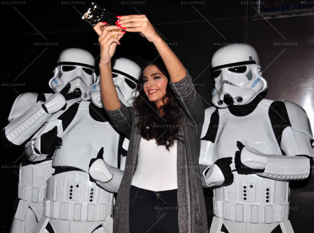 15dec_Sonam-StarWarsStormtroppers04
