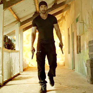 16mar_rockyhandsome-action