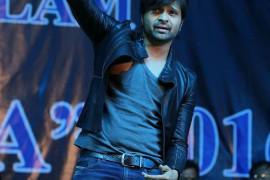 Himesh Reshammiya performs in Ratlam, India 1